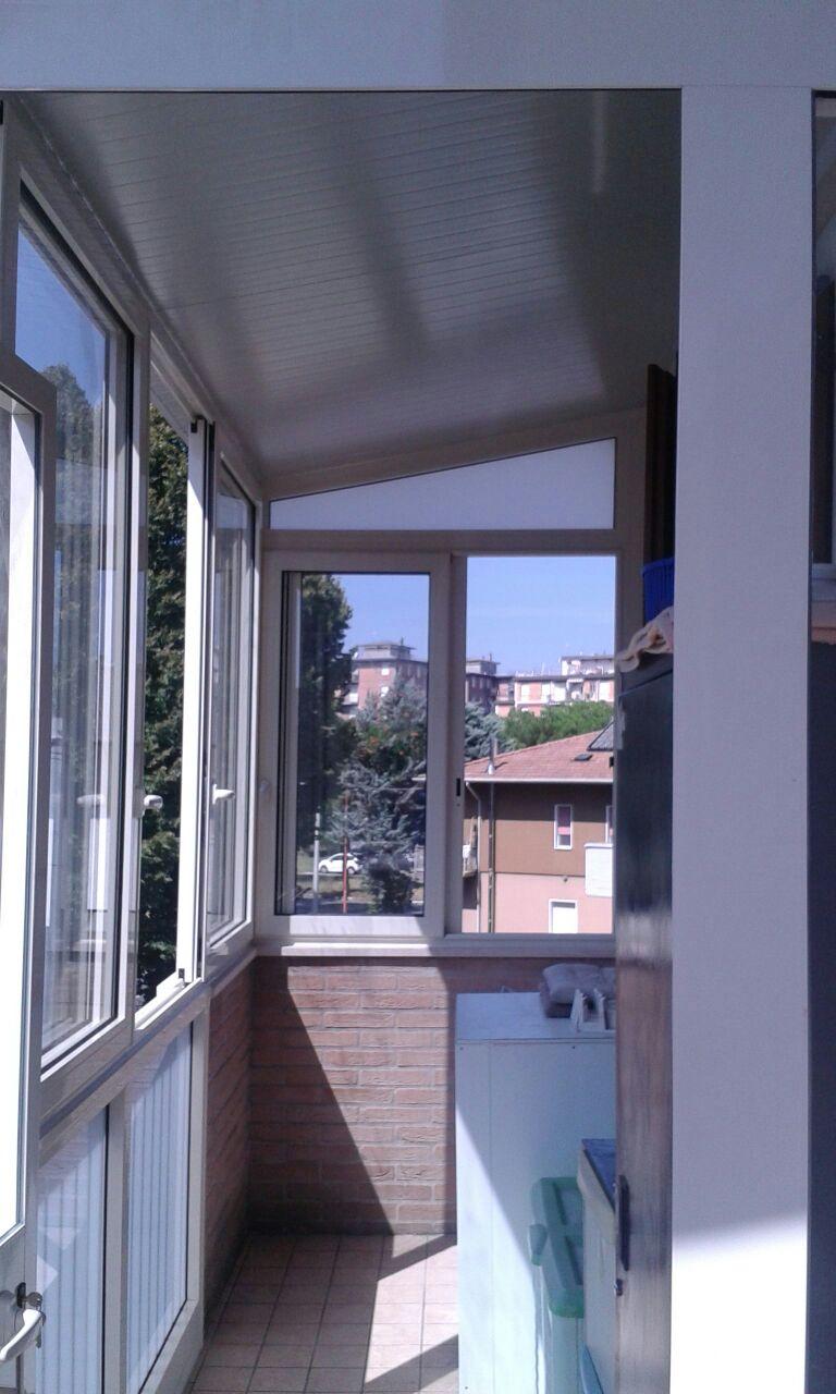 Chiusure balconi e portici progettazione e installazione - Vetri termici per finestre prezzi ...