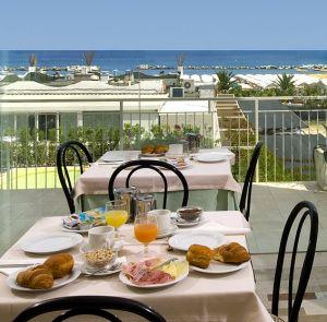 Hotel trevi hotel a cattolica sul mare cattolica on - Bagno 99 cattolica ...