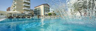 Early booking offer to save on a stay in a 3-star hotel on the beach in Lido di Savio Ravenna.