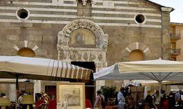 Antiquitätenmarkt in Lucca: jeden dritten Wochenende des Monats. Kunst und traditionelle italienische, Hotel in der Toskana