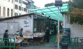 Pulcimarkt in Florenz, Piazza dei Ciompi. alte und charakteristische Objekte im Zentrum von Florenz