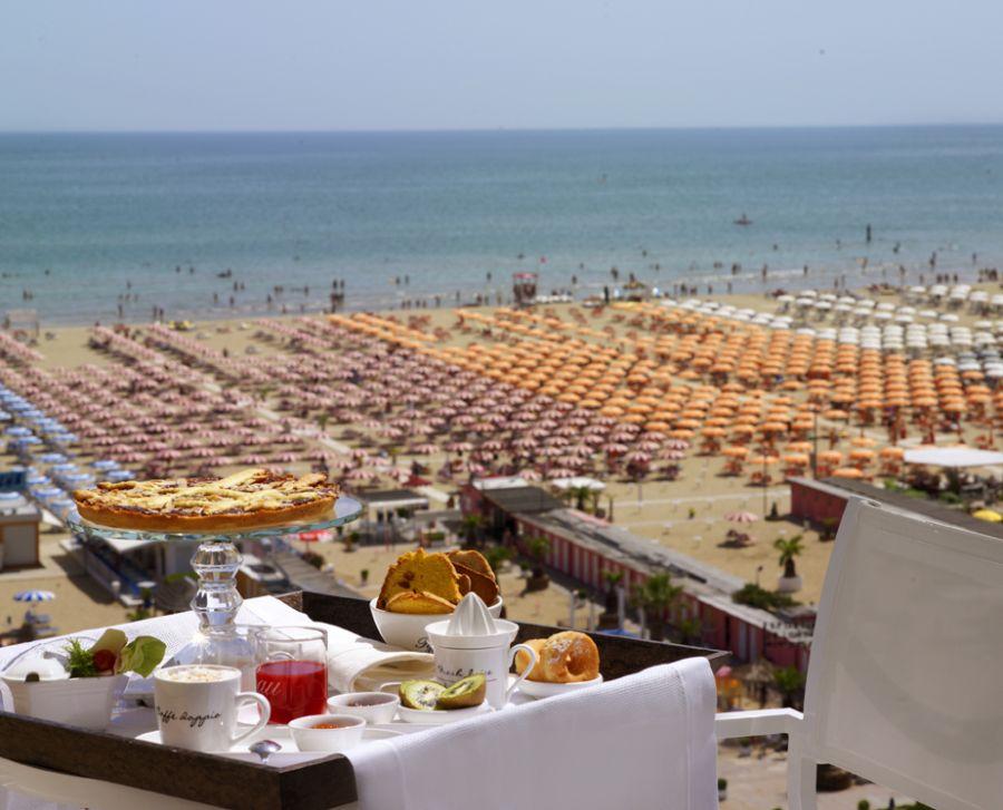 Hotel Rimini 4 stelle offerte Bed and Breakfast e Spiaggia Compresa