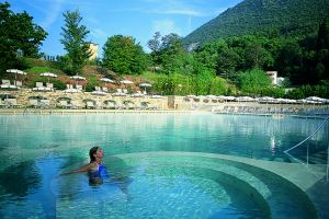 Offerta relax in piscina termale a montecatini terme hotel offerte italiaabc - Piscine termali abano aperte al pubblico ...