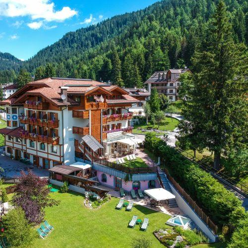 Un hotel a Madonna di Campiglio con centro benessere