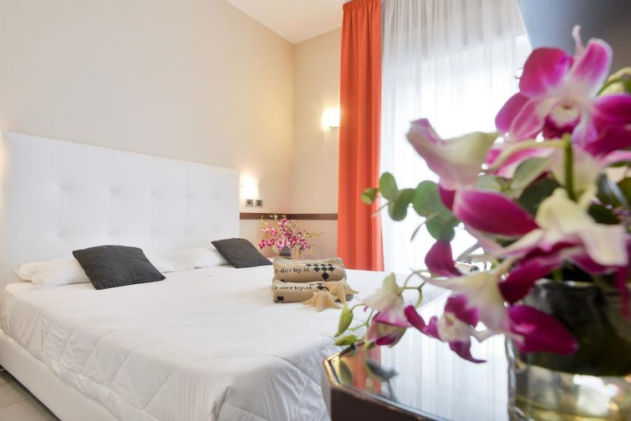Offerta Giugno in hotel 4 stelle a Rimini frontemare