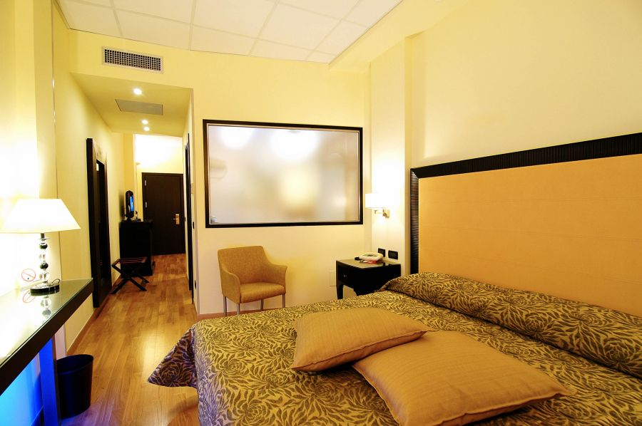atlantide zimmer mit whirlpool hotel torino wellness spa. Black Bedroom Furniture Sets. Home Design Ideas
