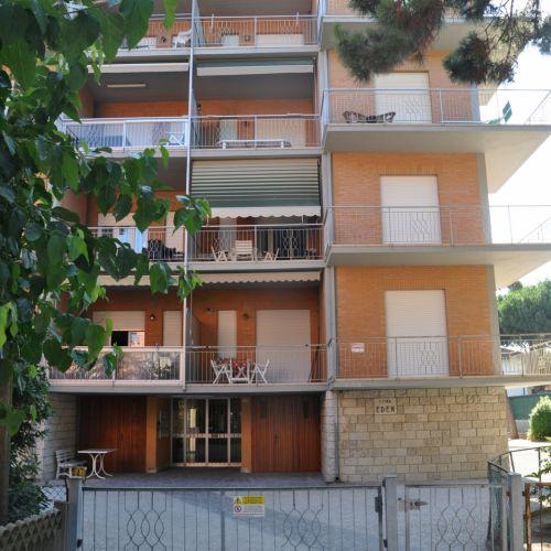 TRILOCALE AL 5° PIANO SU VIALE ITALIA, Pinarella fronte pineta