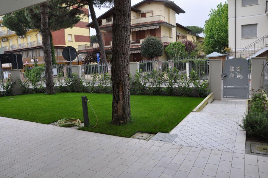 Res pino quadrilocale con bellissimo giardino privato a - Rifiniture giardino ...