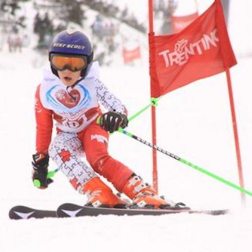 Evento sportivo benefico che unisce sci e solidarietà