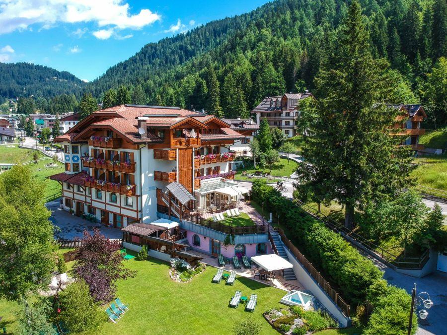 Hotel 4 stars with wellness center in Madonna di Campiglio