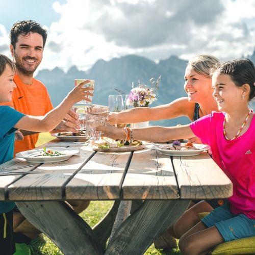 Offerta Famiglia In Montagna Sulle Dolomiti Estate 2018