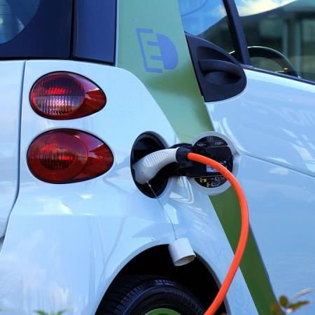 Ricarica gratis l'auto elettrica