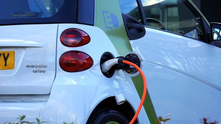 Laden Sie kostenlos da Elektroauto auf